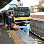 2/5(火)午前9時頃市川駅で人身事故で男性死亡!現場写真あり。ガラスが破損…