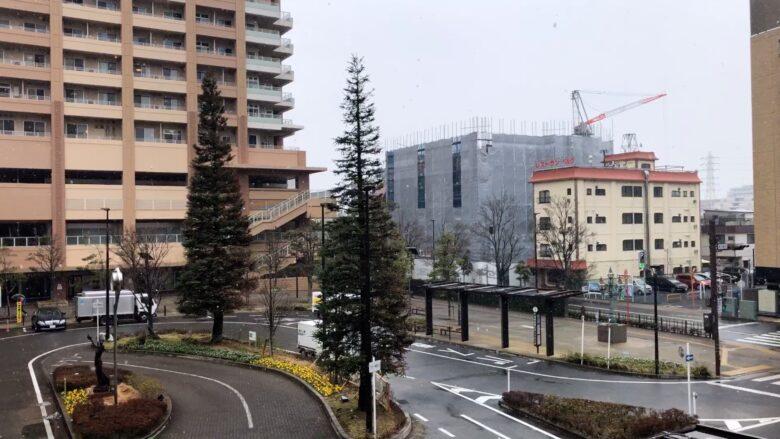 雪の日の市川駅南口