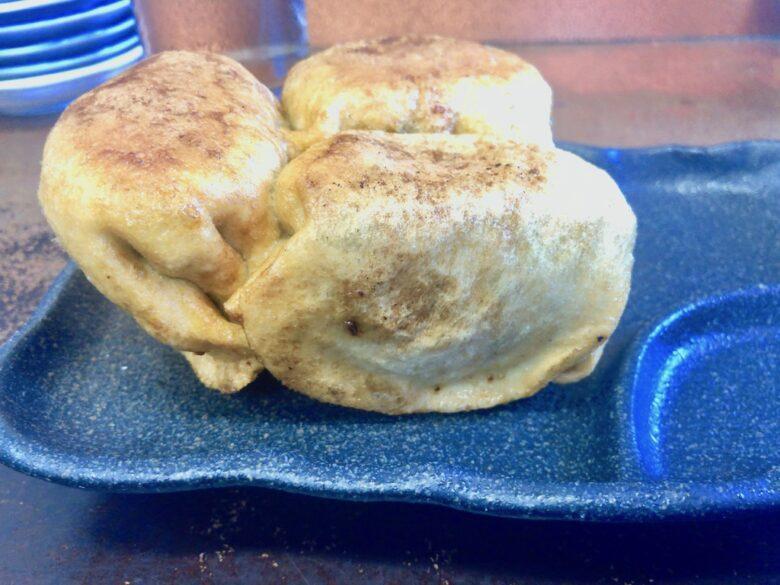 ひさご亭の餃子を横から撮った写真