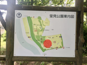 里見公園の案内図のバラ園部分を赤丸で示した写真