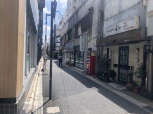 一期一笑(いちごいちえ)の店舗に面する道路