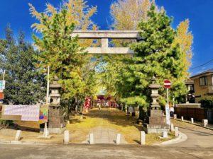 葛飾八幡宮二之鳥居からの秋の風景